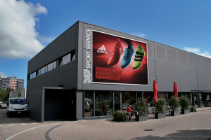 SB-Sport_filet_facade_adidas-rouges_web