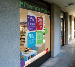 Vitrine_pharma_populaire_light